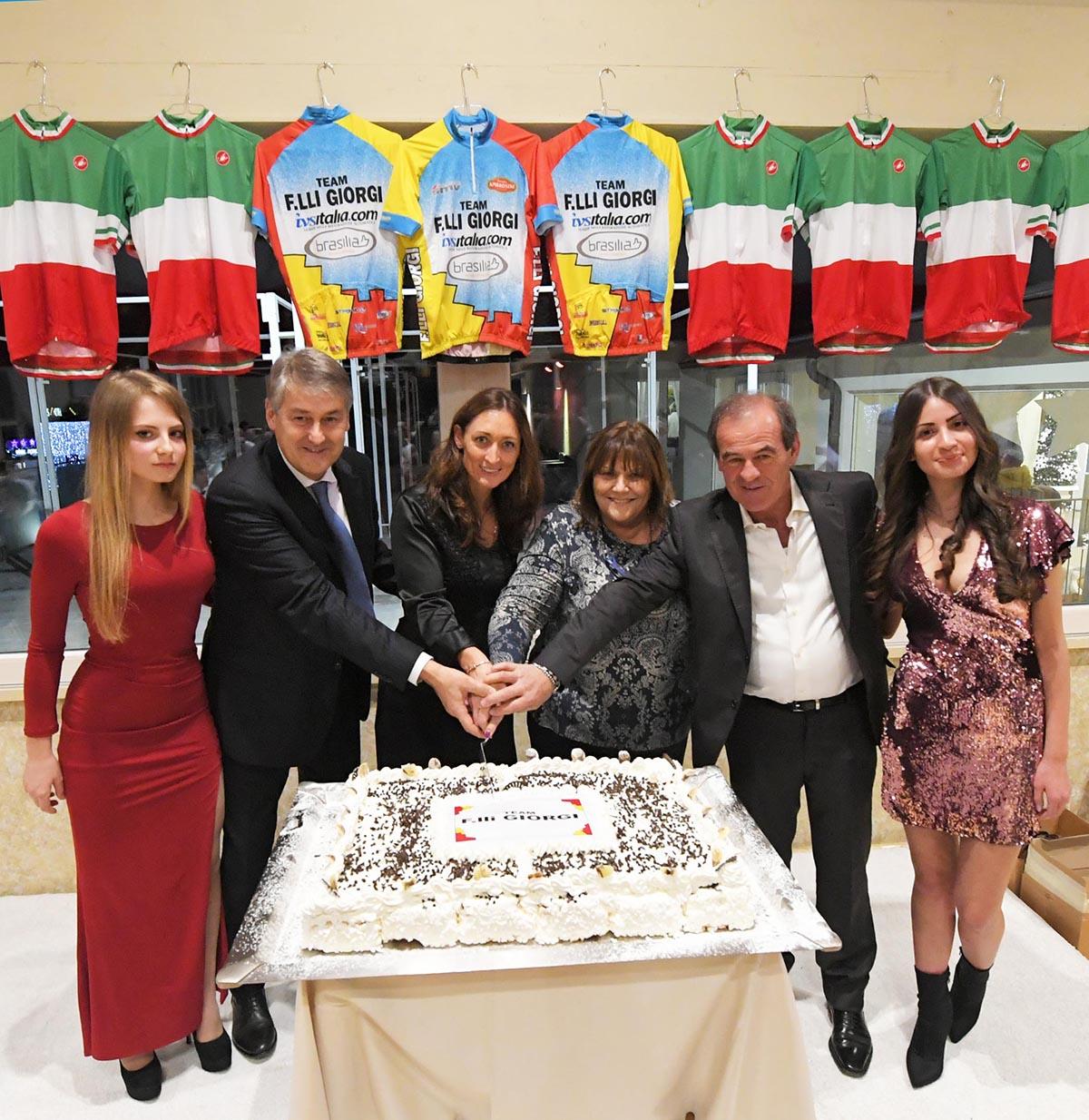 Il taglio della torta del Team F.lli Giorgi