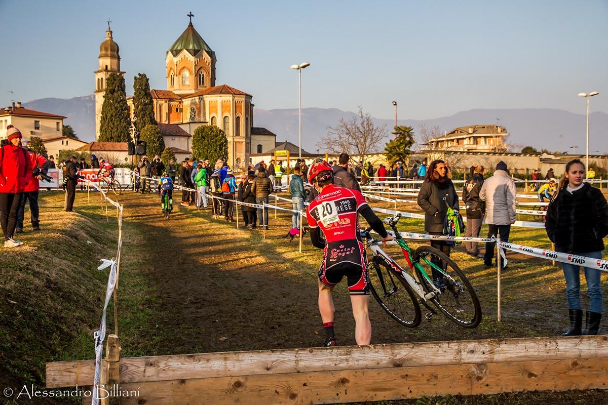 Un suggestivo passaggio del ciclocross di San Fior