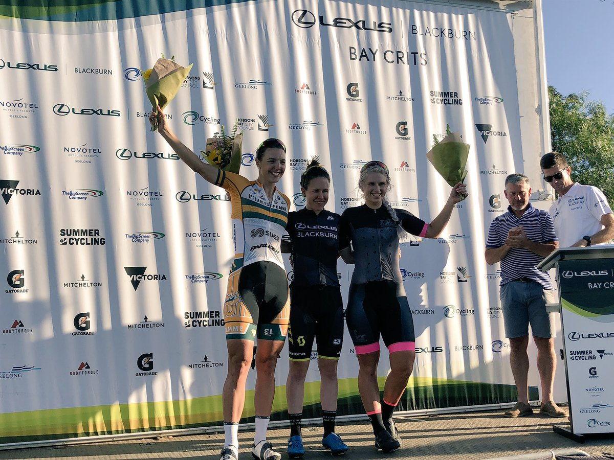 Il podio della prima prova del Bay Crits vinta da Amanda Spratt