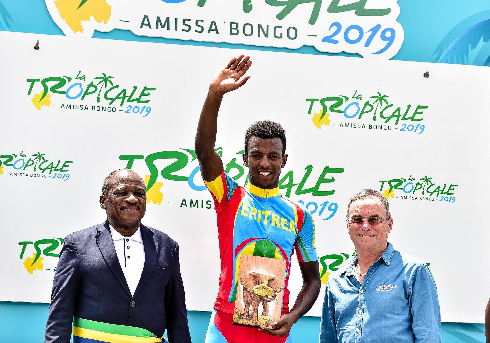 L'eritreo Biniam Girmay Hailu vince la terza tappa della Tropicale Amissa Bongo