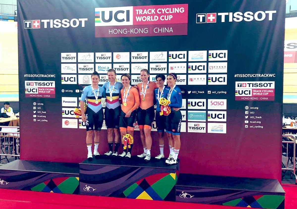 Maria Giulia Confalonieri ed Elisa Balsamo sul podio della Madison della Coppa del Mondo Pista di Hong Kong