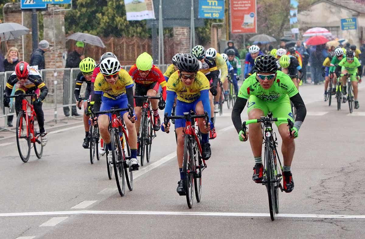 Francescon nella gara Esordienti 1° anno di Bionde di Salizzole (foto Photobicicailotto)
