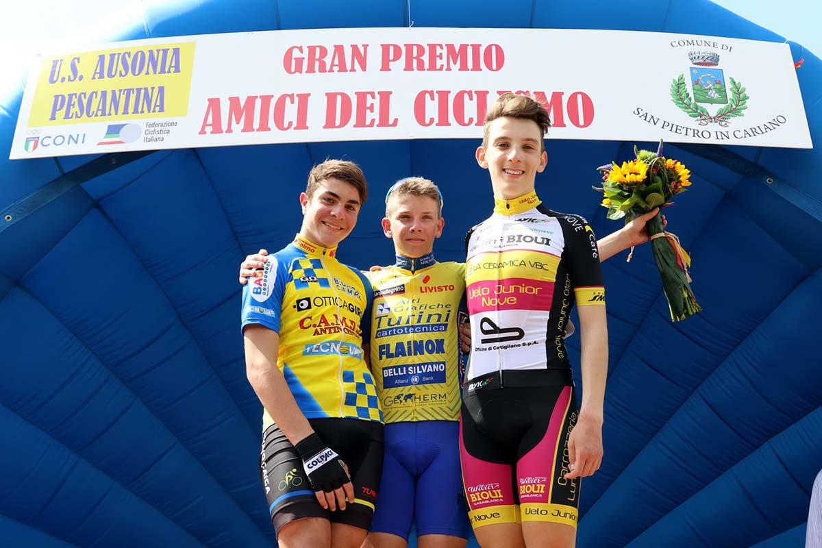 Il podio della gara Esordienti 2° anno di San Pietro in Cariano (foto Photobicicailotto)