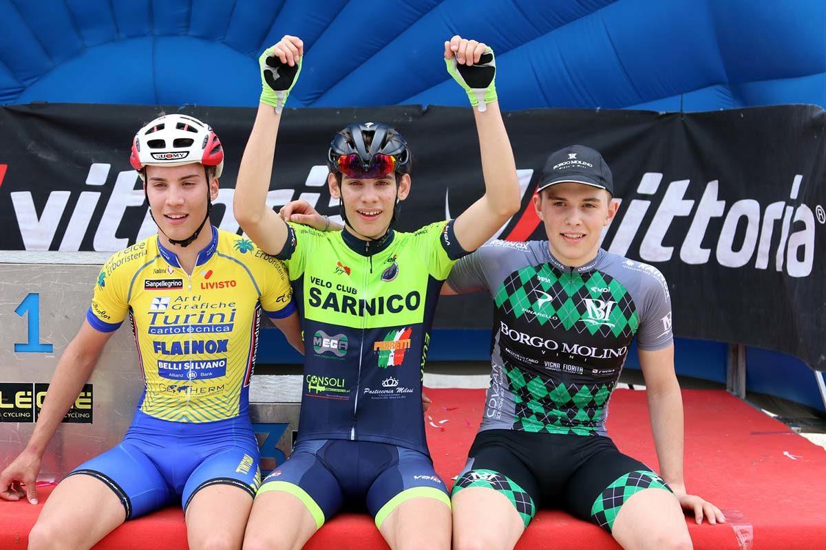 Il podio della gara Allievi di San Pietro in Cariano (foto Photobicicailotto)