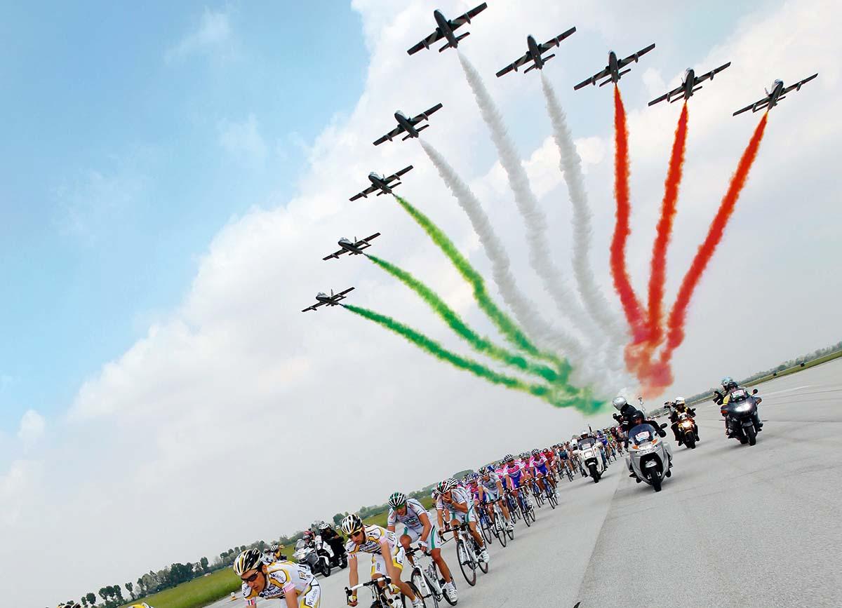 Calendario Aeronautica Militare 2020.Con Le Frecce Tricolori Si Vola Gia Verso Il Giro D Italia