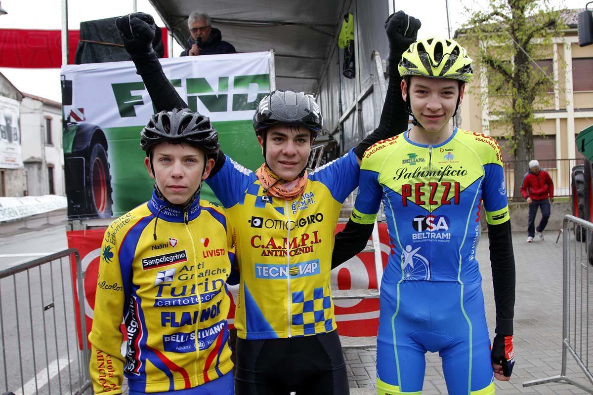 Il podio della gara Esordienti 2° anno di Bionde di Salizzole (foto Photobicicailotto)