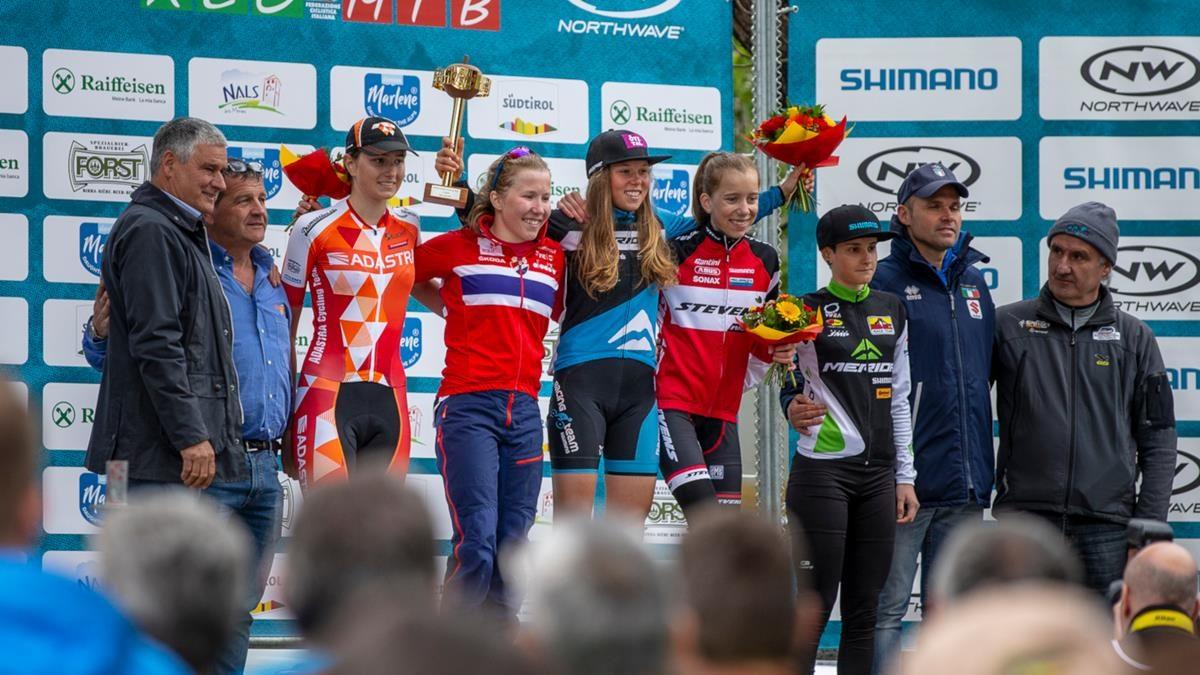 Il podio Donne Junior della Marlene Südtirol Sunshine Race di Nalles (foto Michele Mondini e Mario Pierguidi)