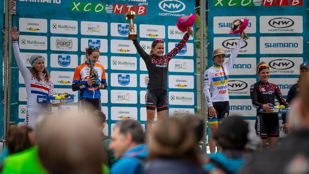 Il podio Donne Elite della Marlene Südtirol Sunshine Race di Nalles (foto Michele Mondini e Mario Pierguidi)