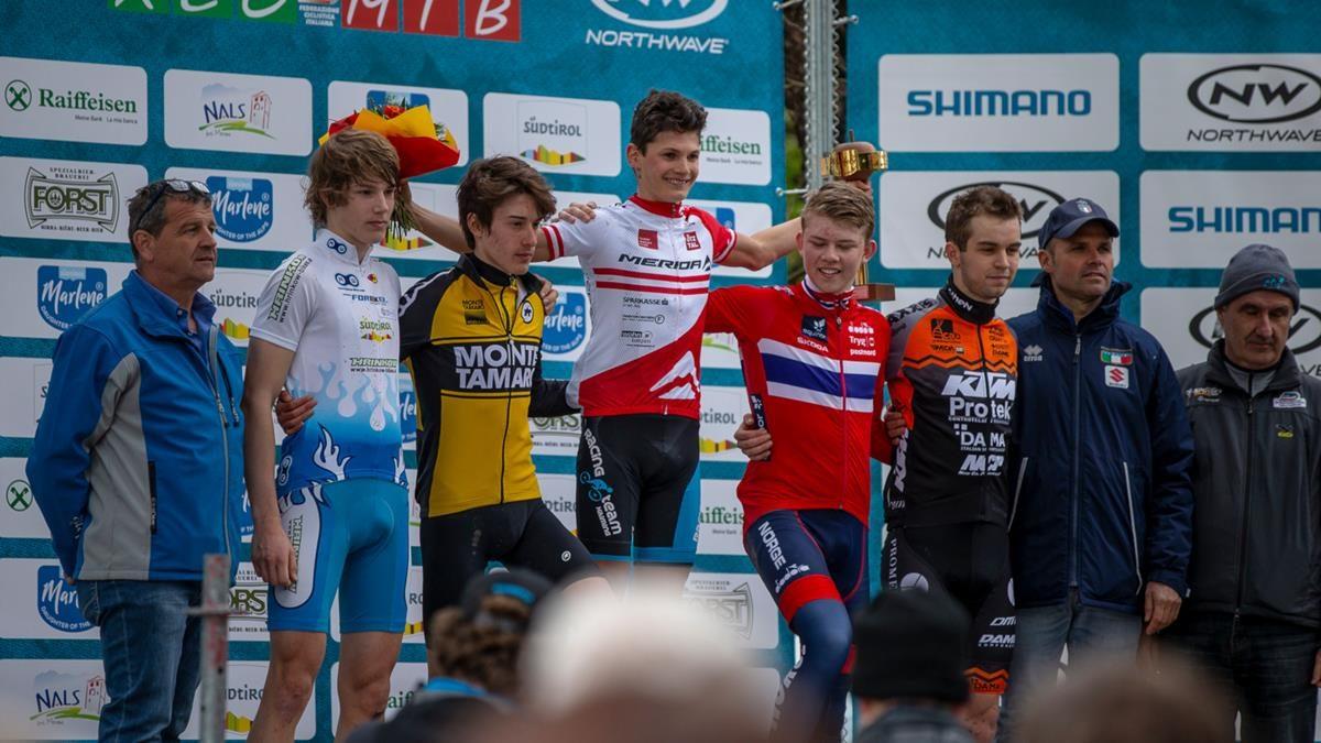 Il podio Juniores della Marlene Südtirol Sunshine Race di Nalles (foto Michele Mondini e Mario Pierguidi)