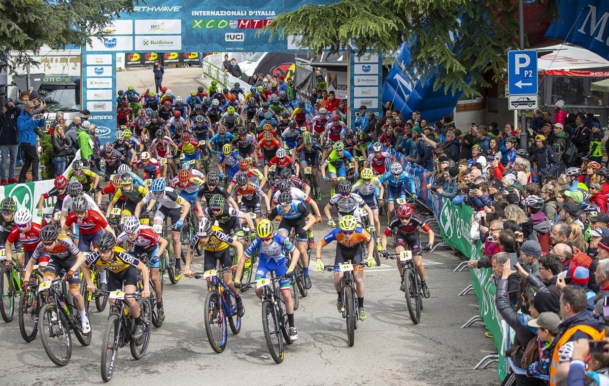 La partenza della Marlene Südtirol Sunshine Race di Nalles (foto Michele Mondini e Mario Pierguidi)