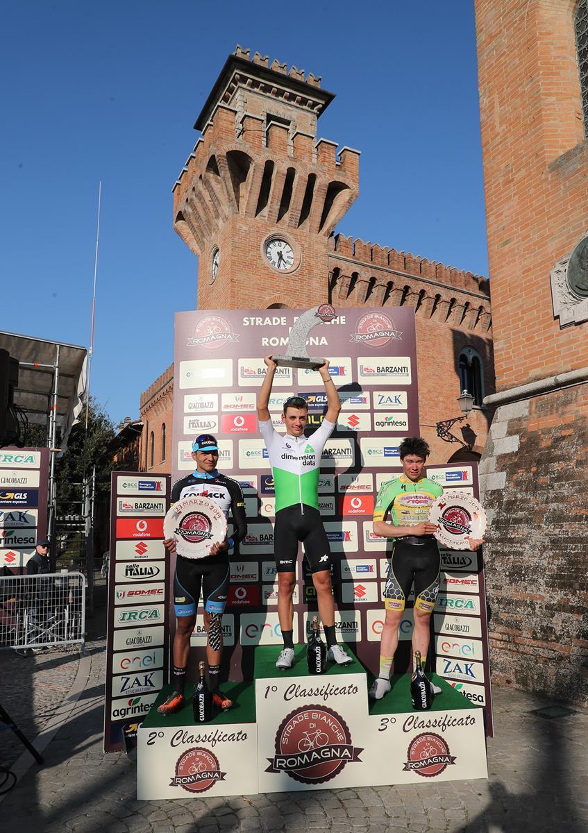 Il podio della Strade Bianche di Romagna 2019 (foto Isolapress - Marco Isola - Massimo Fulgenzi)