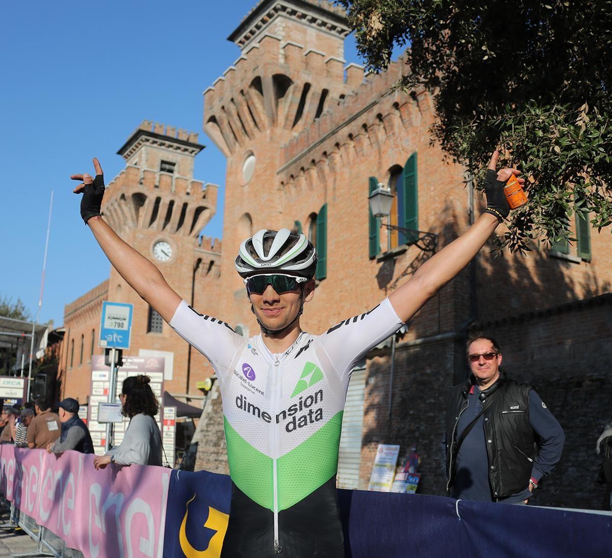 Matteo Sobrero festeggia la vittoria alla Strade Bianche di Romagna 2019 (foto Isolapress - Marco Isola - Massimo Fulgenzi)