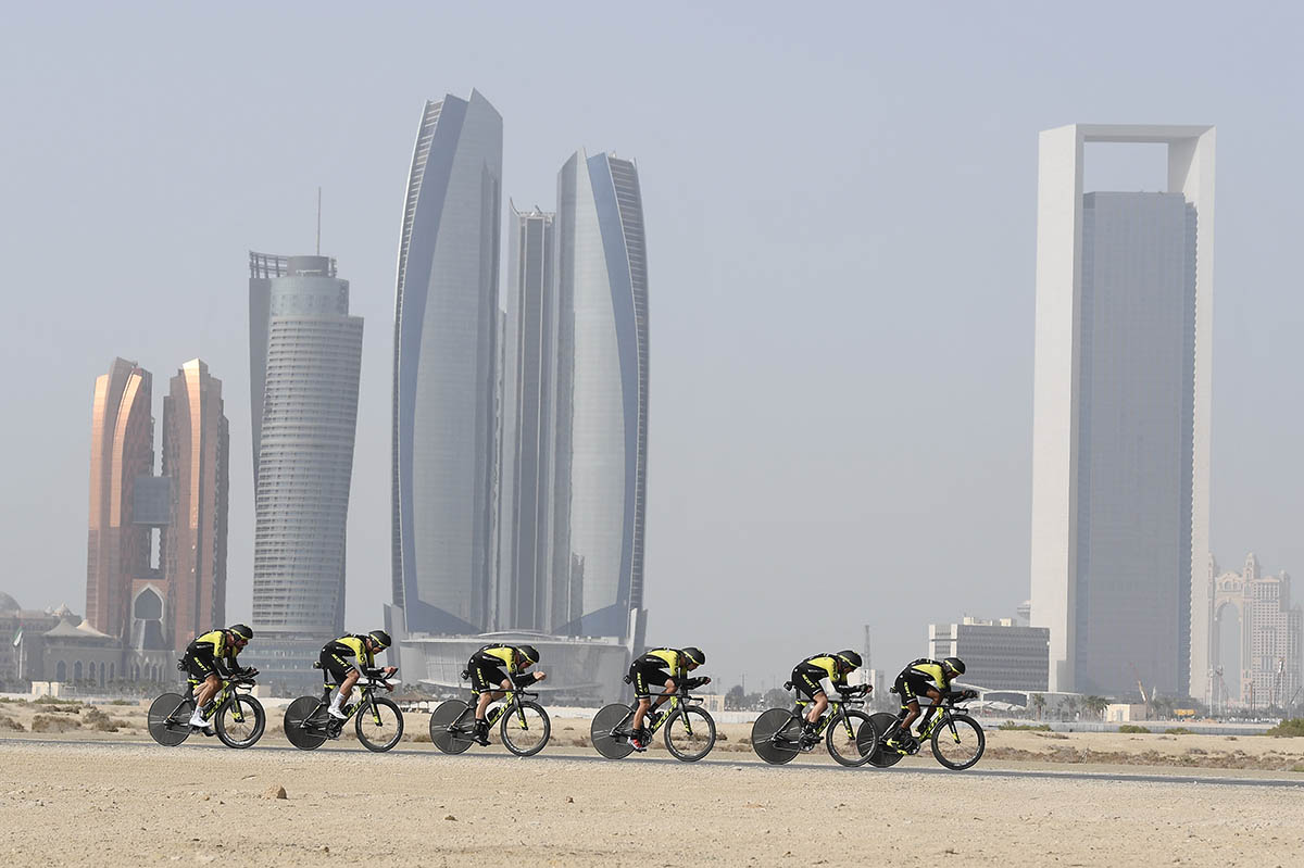 La Jumbo-Visma vince la cronosquadre dell'UAE Tour