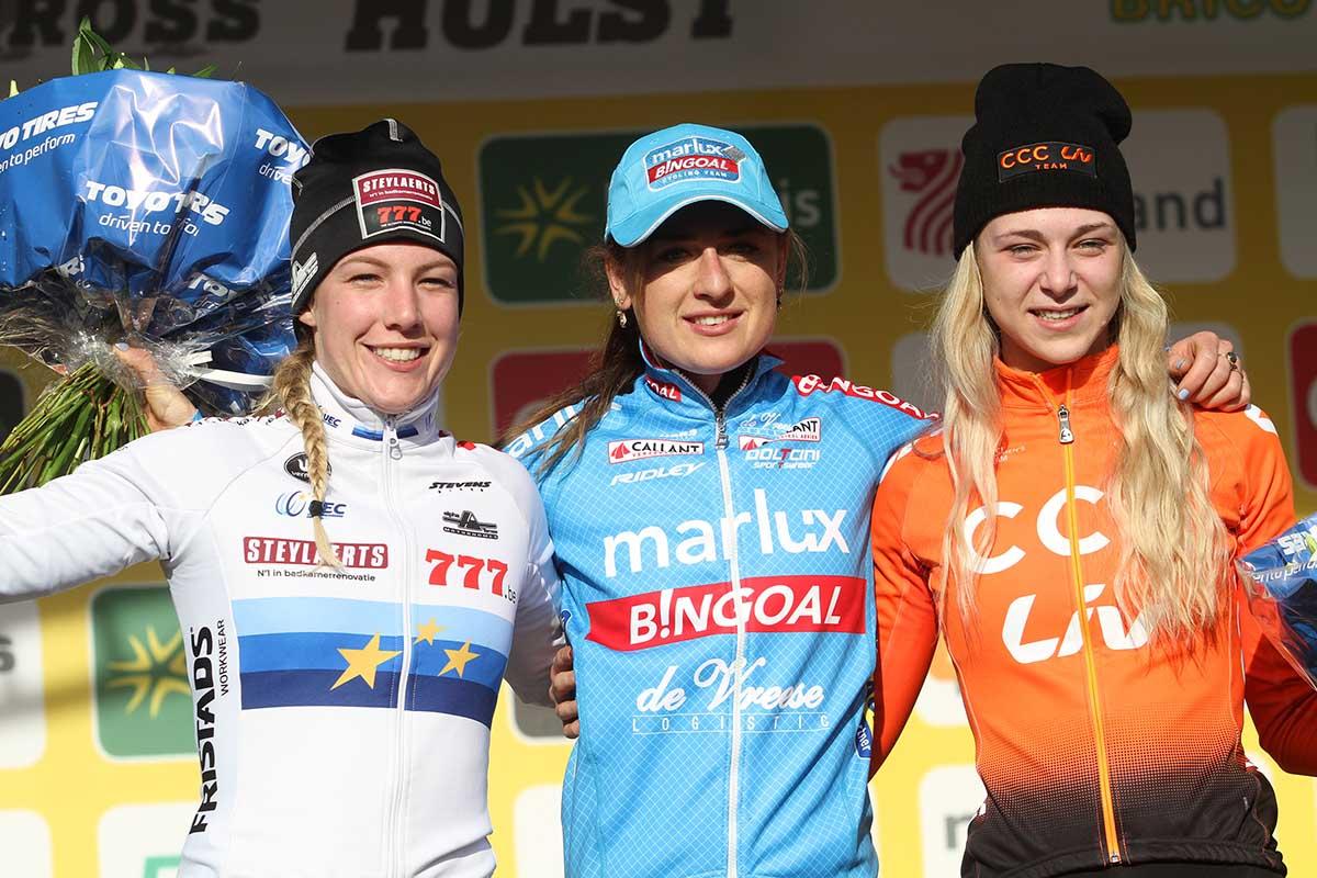 Il podio femminile del Vestingcross di Hulst vinto da Denise Betsema
