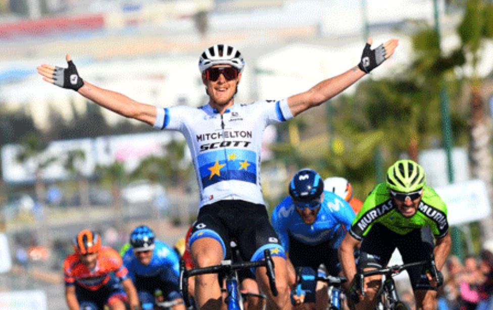 Matteo Trentin vince l'ultima tappa della Vuelta a Andalucia 2019