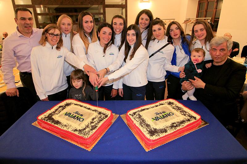 Taglio della Torta per il Team Aromitalia Vaiano (foto F. Ossola)