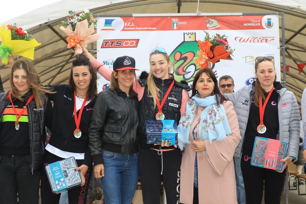 Il podio della gara Donne Open di Monselice (foto Fabiano Ghilardi)