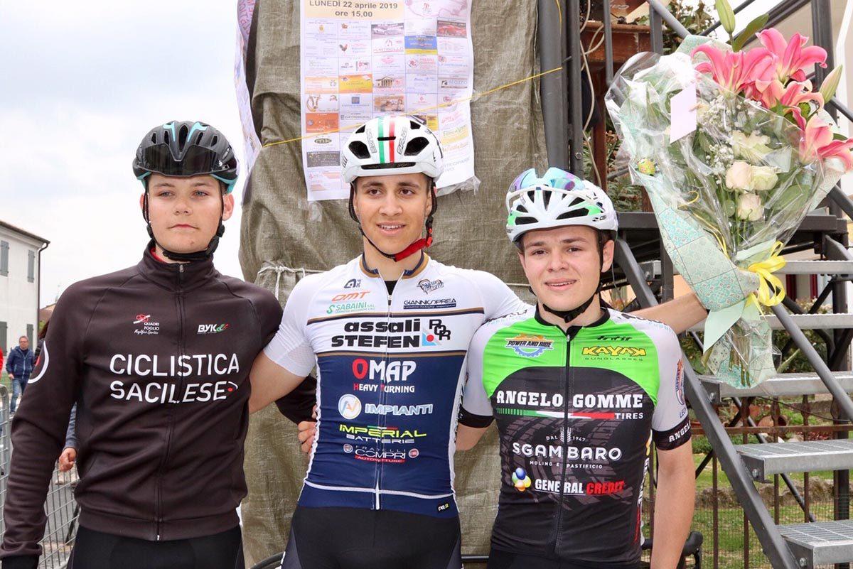 Il podio del 67° Gran Premio Martiri Della Libertà a San Bellino (foto Photobicicailotto)