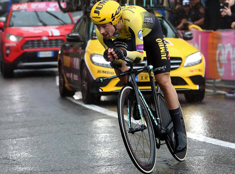 Primoz Roglic in azione nella crono di San Marino del Giro d'Italia 2019 (foto Photobicicailotto)