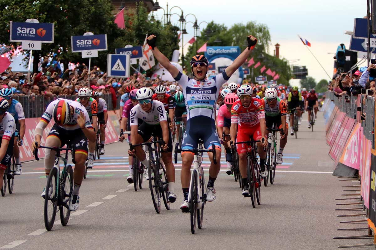 Damiano Cima vince la diciottesima tappa del Giro d'Italia 2019 (foto Photobicicailotto)
