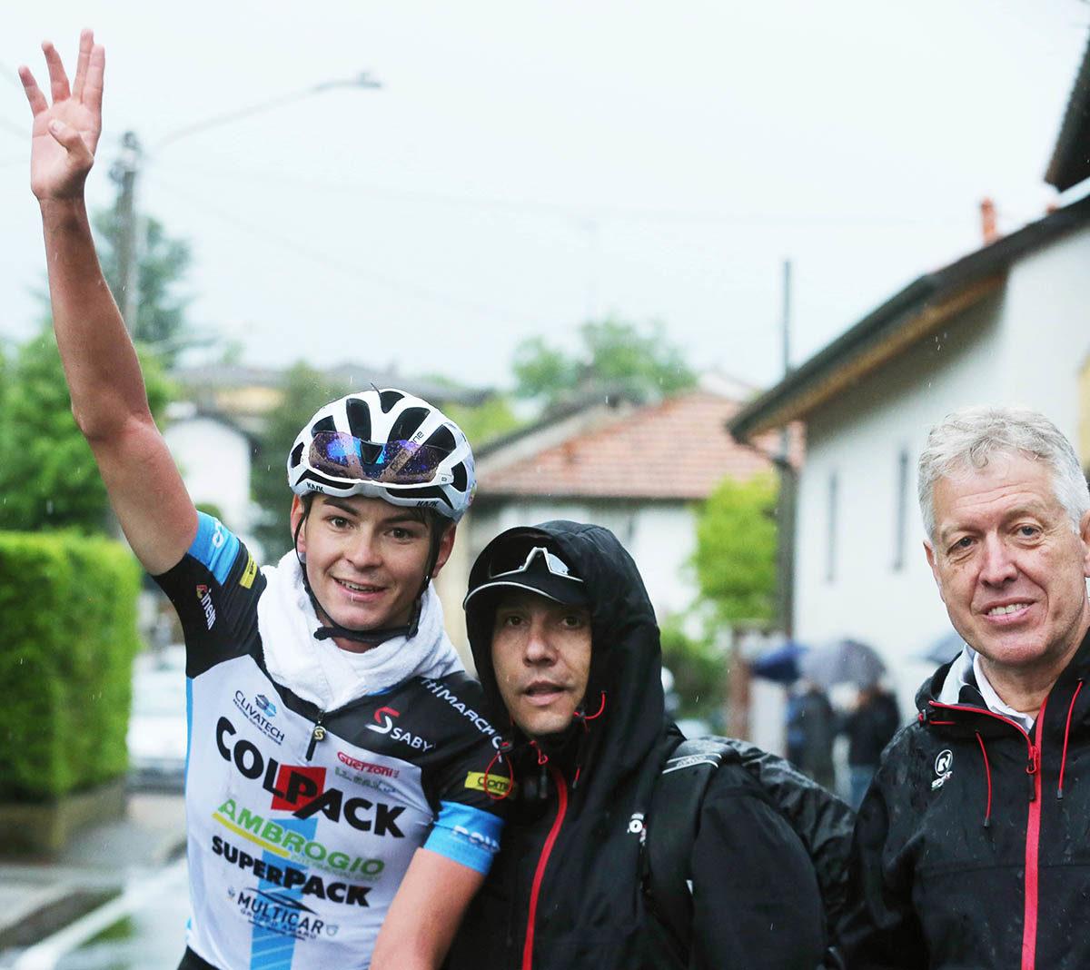Alessandro Covi festeggia la vittoria sulle strade di casa (foto Rodella)