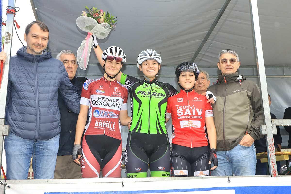 Il podio della gara Donne Allieve di Gazoldo degli Ippoliti (foto Fabiano Ghilardi)
