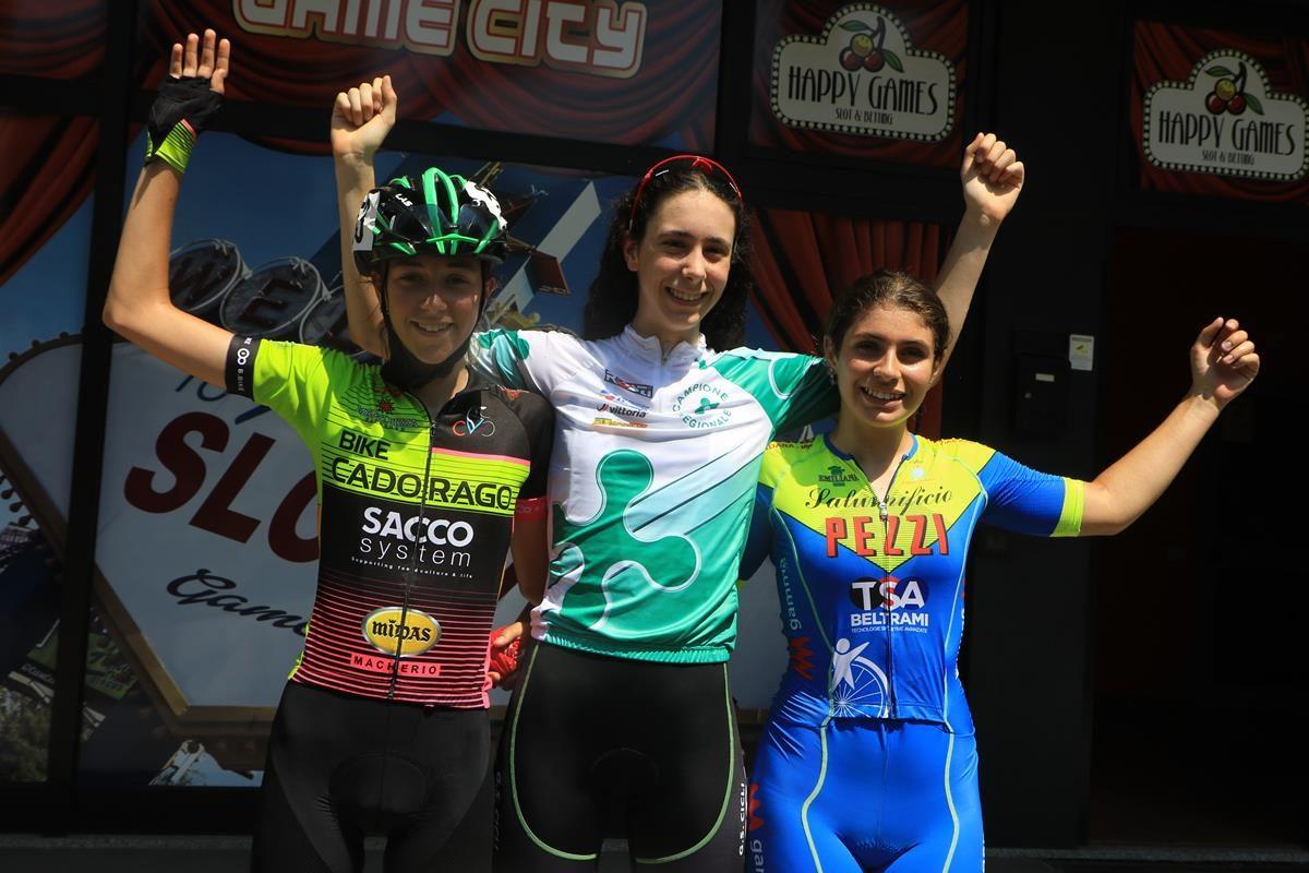 Il podio Donne Esordienti di Gorla Minore (foto Fabiano Ghilardi)