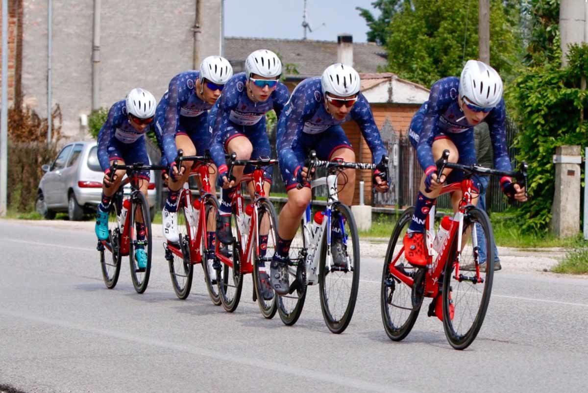 I ragazzi del Team Danieli in azione (foto Photobicicailotto)
