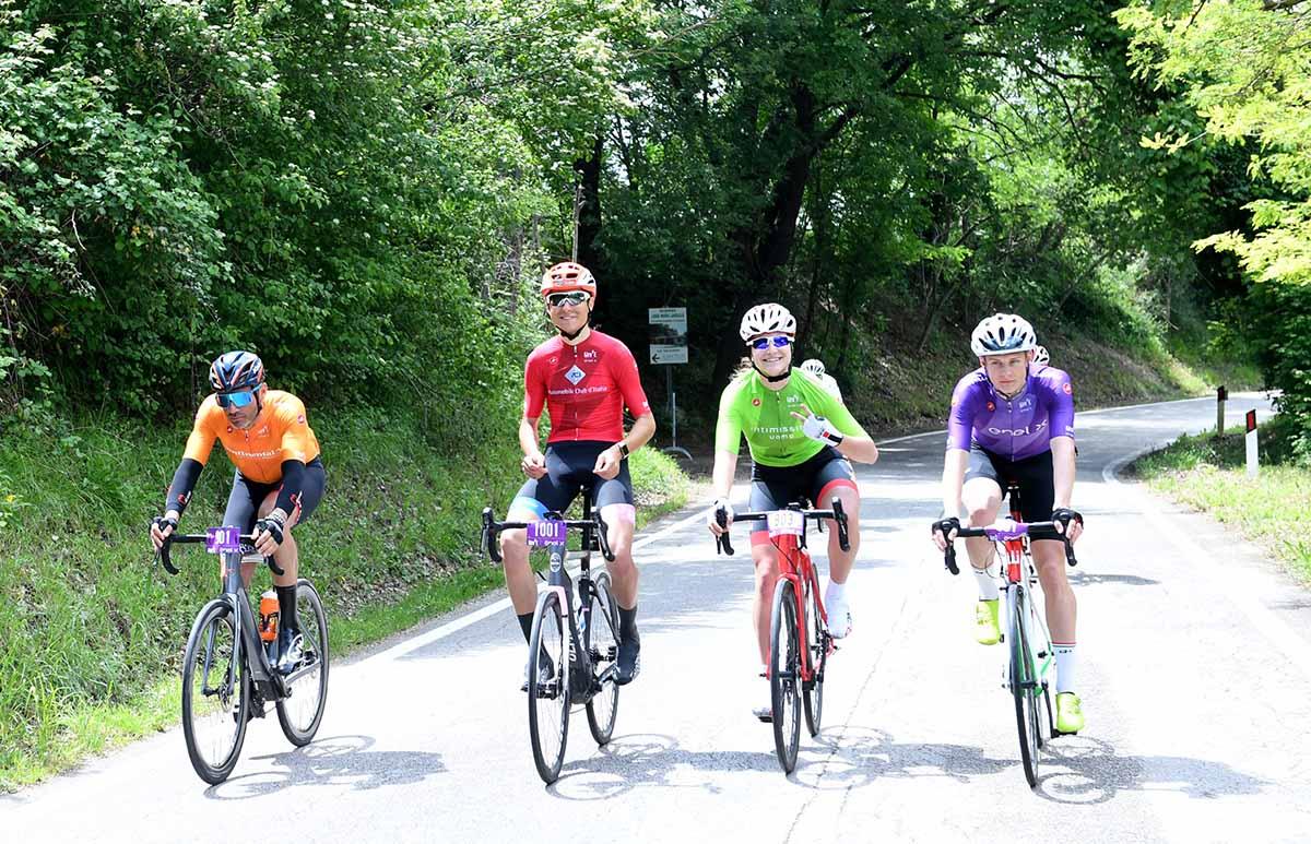 L'avventura del Giro E, con le bici a pedalata assistita