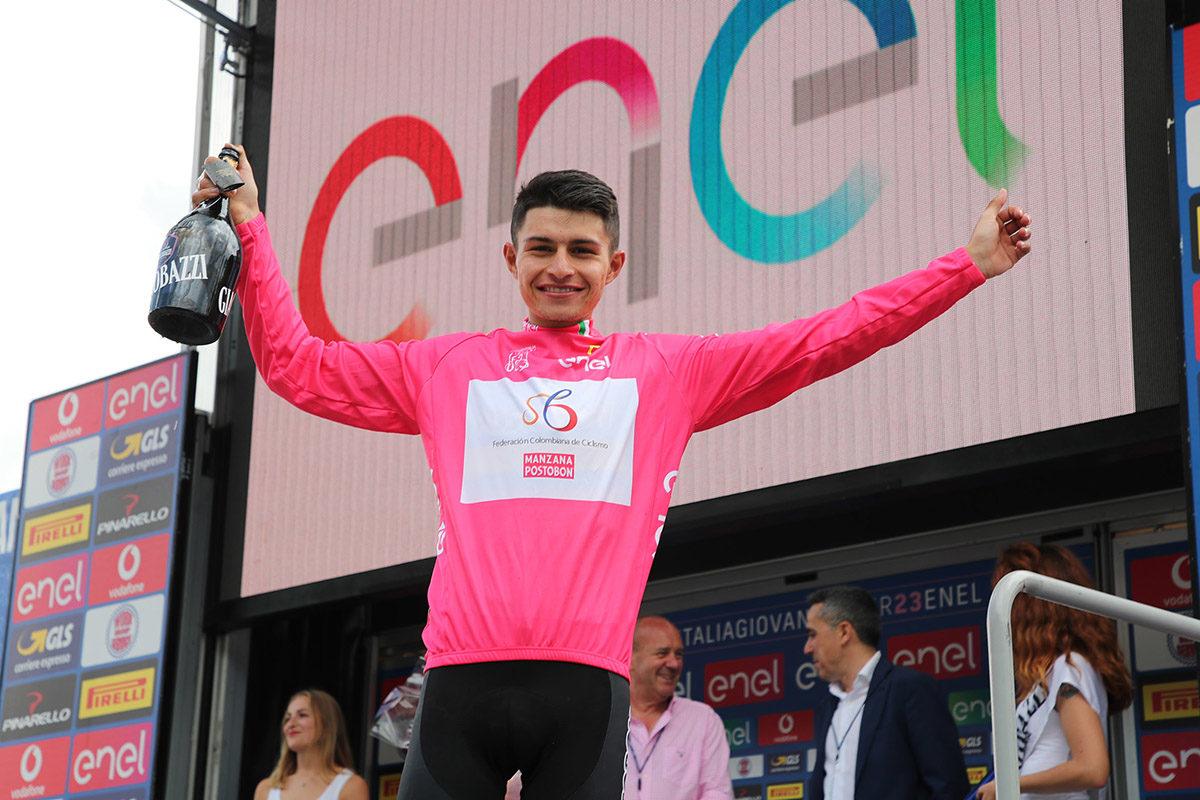 Andres Camilo Ardila rafforza la maglia rosa dopo la tappa di Aprica (foto Isolapress)