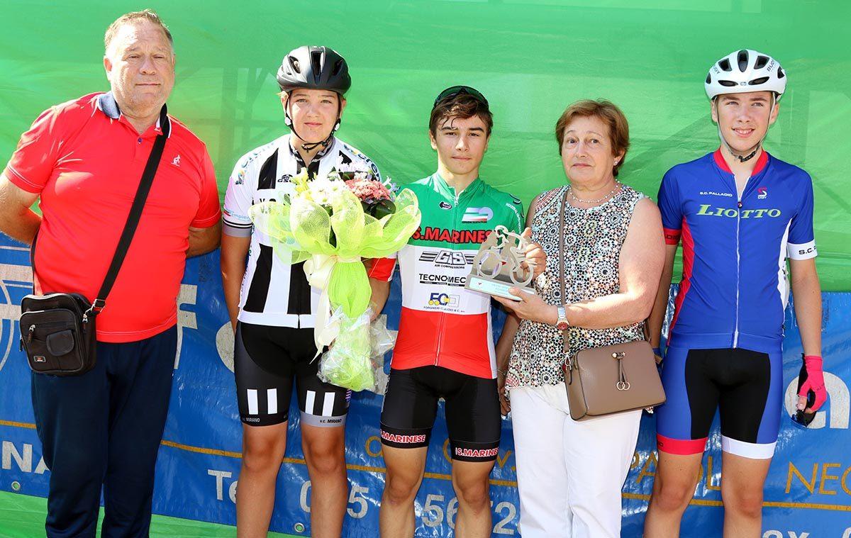 Il podio della gara Esordienti 1° anno di Castel d'Azzano (foto Photobicicailotto)