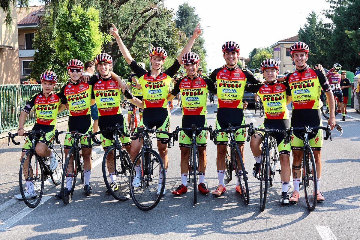 Festa dell'Aspiratori Otelli per la vittoria di Pinazzi a Marzaglia (foto Photobicicailotto)