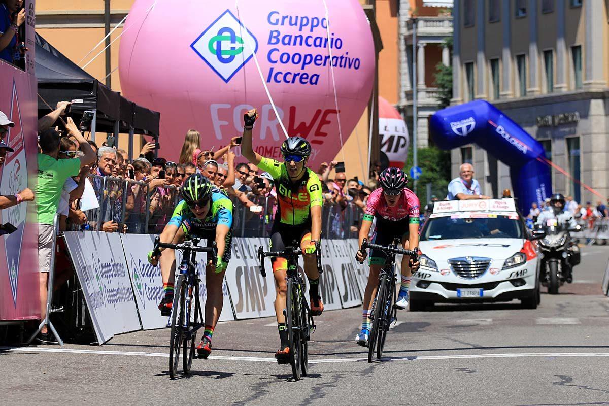 La volata della quarta tappa del Giro Rosa 2019 vinta da Letizia Borghesi (foto F. Ossola)