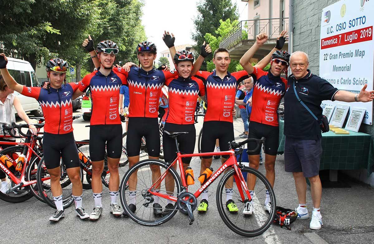 La Fagnano Nuova festeggia la vittoria di Simone Stocco a Osio Sotto (foto Berry)