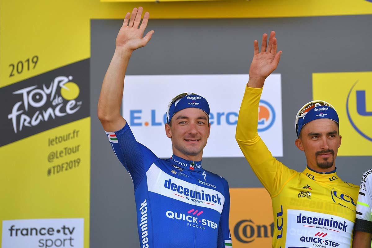 Elia Viviani con il compagno e maglia gialla Julian Alaphilippe (foto Tim de Waele/Getty Images)