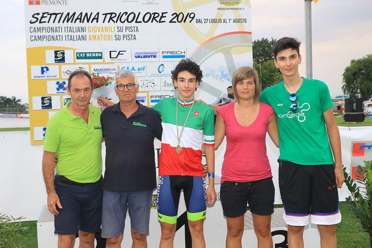 Il Velo Club Sarnico festeggia la vittoria del titolo tricolore di Michael Vanni (foto Fabiano Ghilardi)