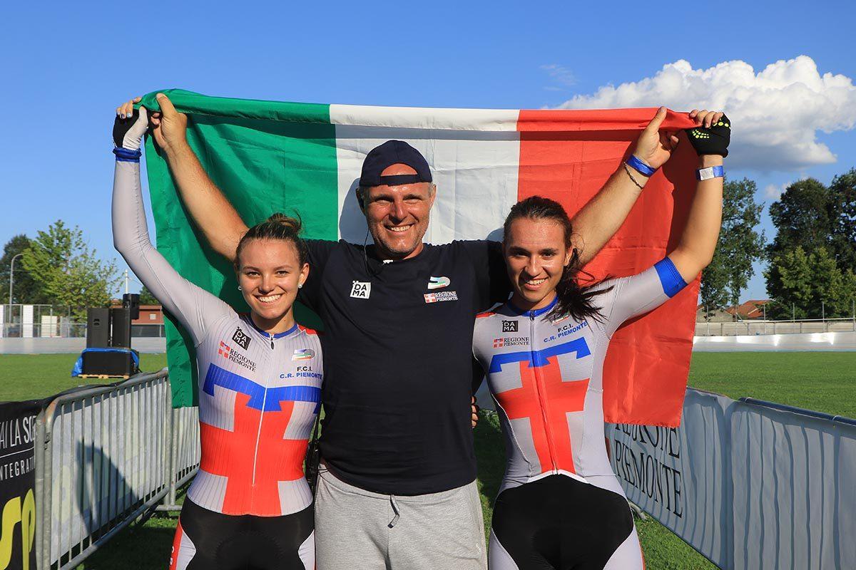 Sara Fiorin e Alessia Manenti col tecnico Daniele Fiorin festeggiano il titolo italiano