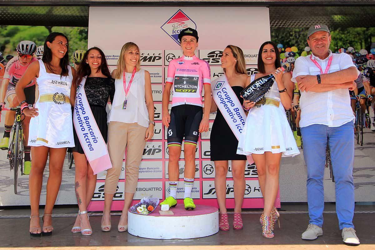 Annemiek Van Vleuten rafforza la maglia rosa (foto F. Ossola)