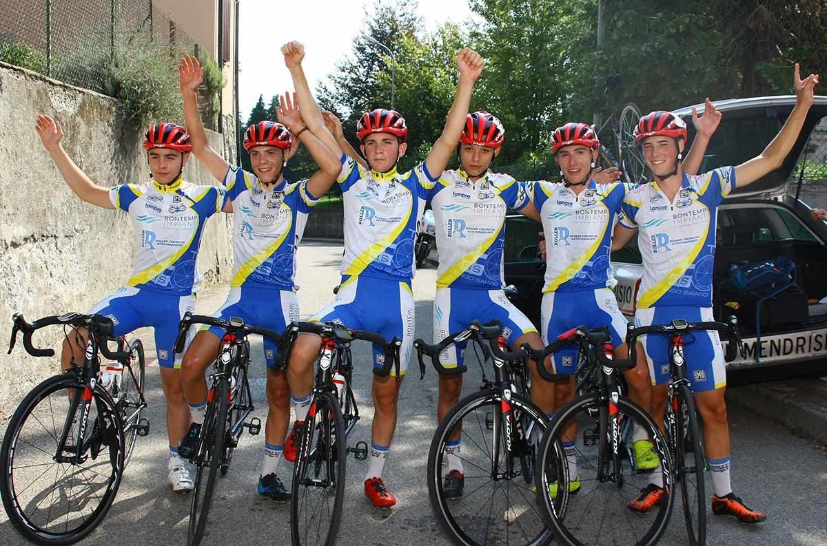 La festa dei ragazzi allievi della Progetto Ciclismo Rodengo Saiano a Vertemate (foto Berry)