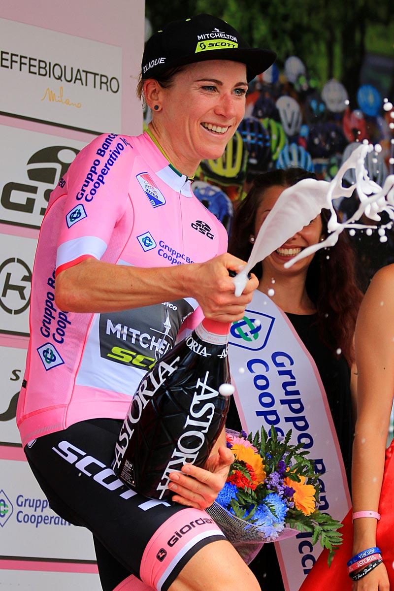 Annemiek Van Vleuten la maglia rosa del Giro Rosa (foto F. Ossola)