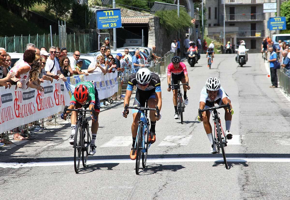 La volata per il secondo posto vinta da Andrea Bagioli (foto Berry)