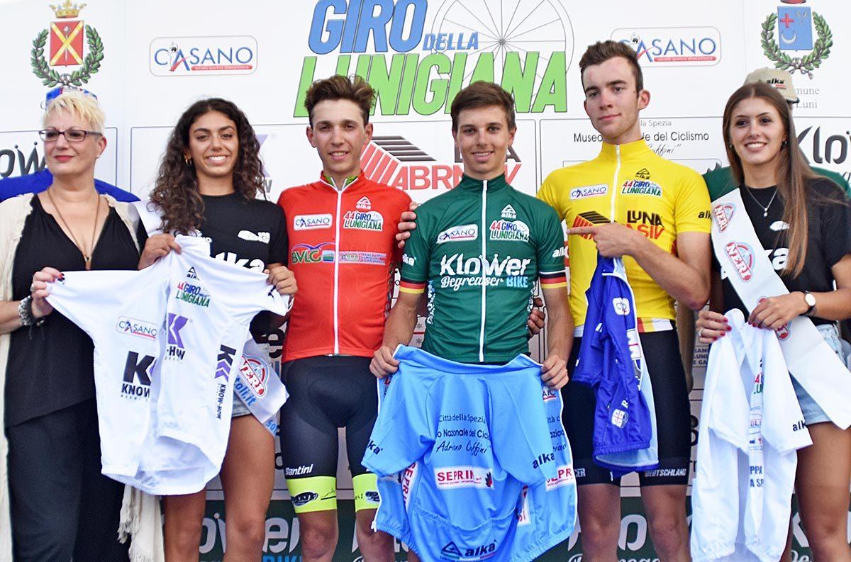 Le maglie dopo la prima tappa del Giro della Lunigiana (foto Rodella)