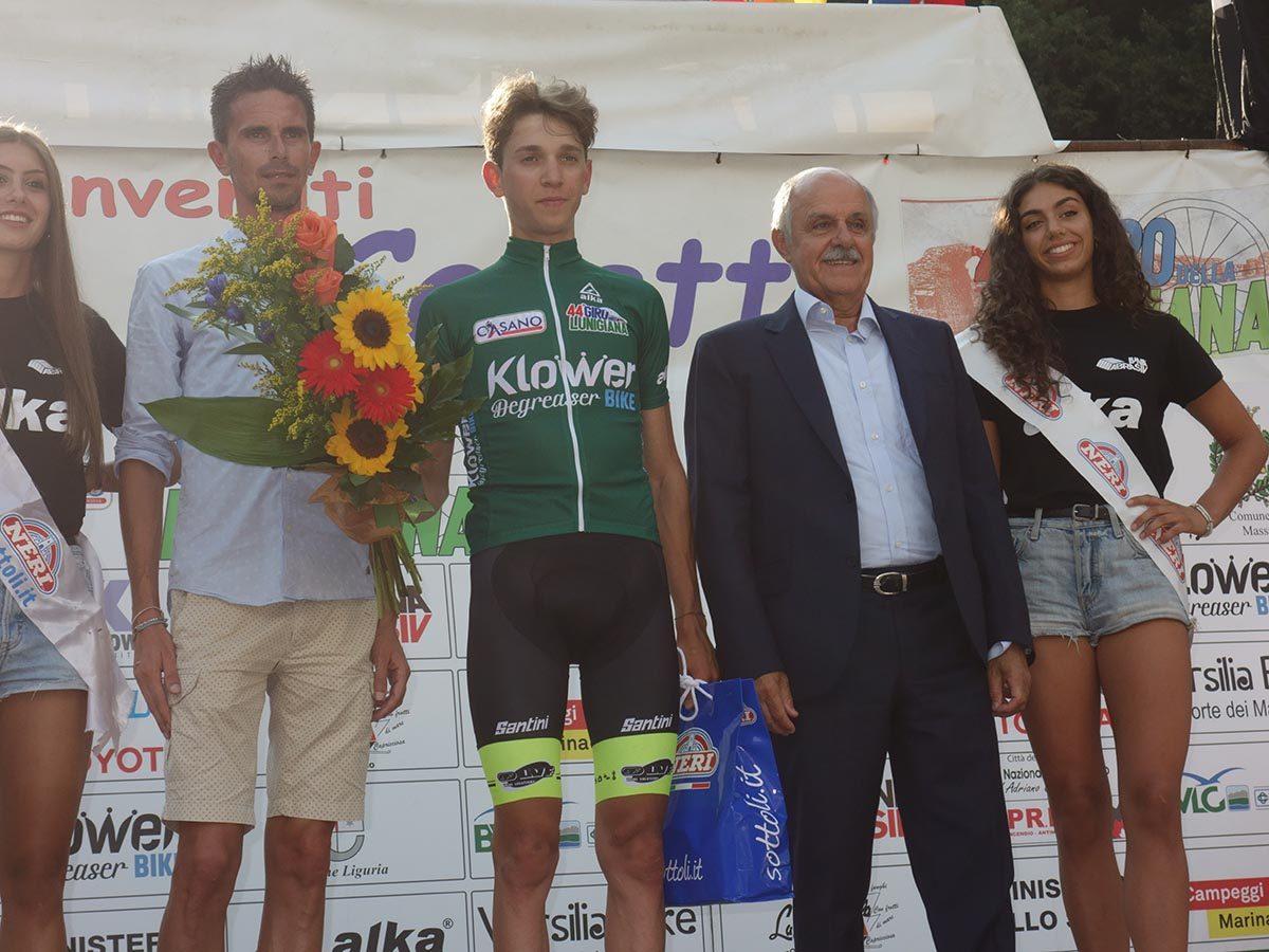 Andrea Piccolo indossa la maglia verde di leder della classifica generale (Roberto Fruzzeti)