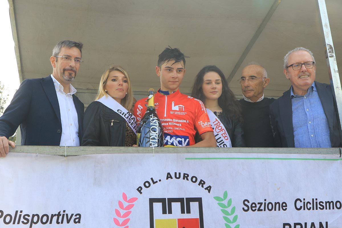 Andrea Montoli sul podio della Olgiate Molgora - Ghisallo (foto Fabiano Ghilardi)