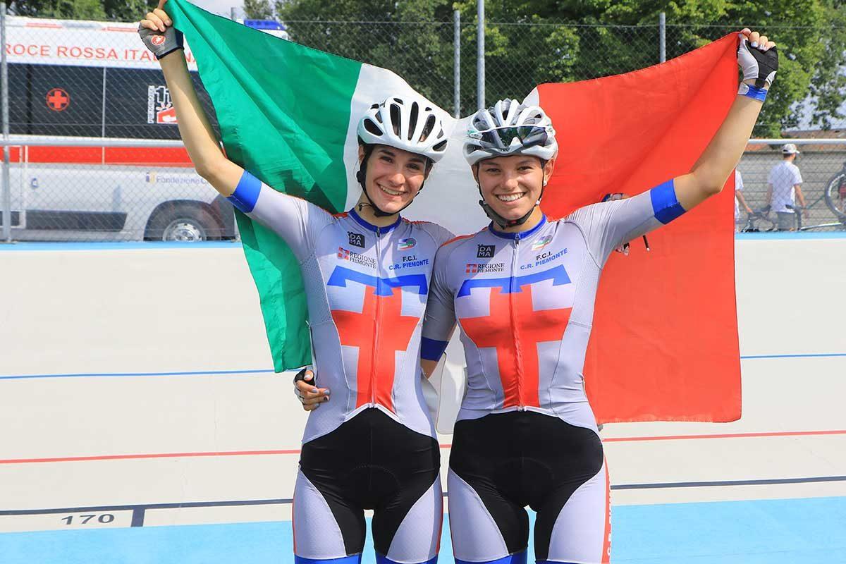 Francesca Barale e Sara Fiorin festeggiano il titolo italiano nella Madison Donne Allieve (foto Fabiano Ghilardi)