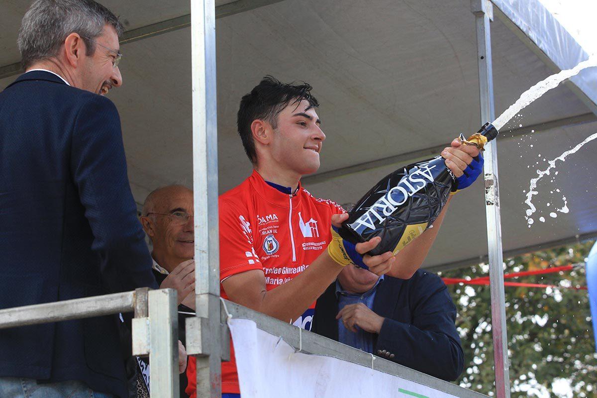 Andrea Montoli festeggia la vittoria della Olgiate Molgora - Ghisallo (foto Fabiano Ghilardi)