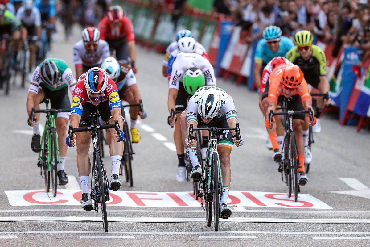 Fabio Jakobsen batte Sam Bennett nell'ultima tappa della Vuelta Espana 2019 (foto BettiniPhoto)