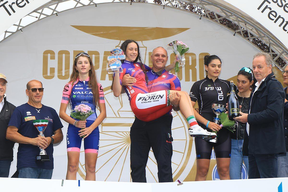 Il podio della Coppa di Sera Donne Esordienti 2° anno (foto Fabiano Ghilardi)