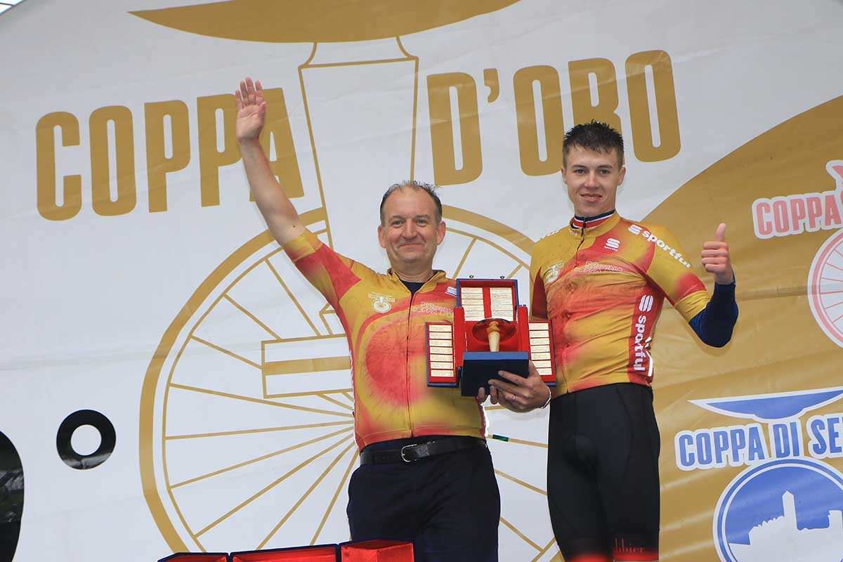 Max Poole premiato con il suo direttore sportivo alla Coppa d'Oro 2019 (foto Fabiano Ghilardi)