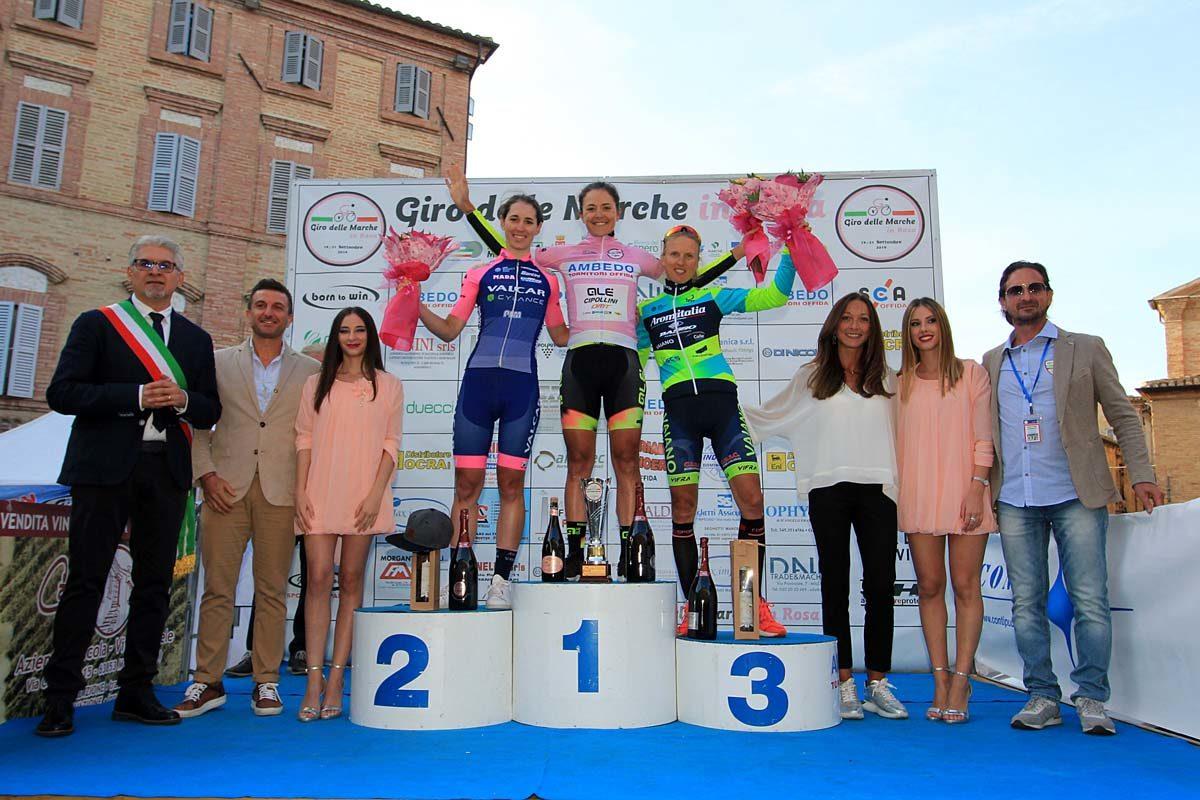 Il podio finale del Giro delle Marche in Rosa 2019 vinto da Soraya Paladin (foto F. Ossola)